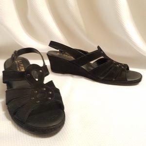 La Plume Black Suede Sandals Kitten Heels Size 11